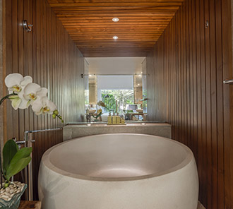 Impressive Lagoon Pool Access -  Bathroom