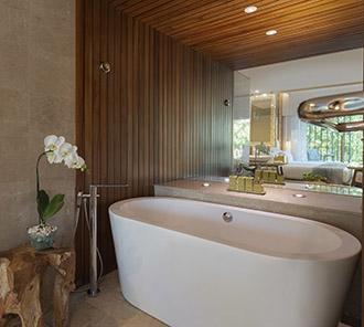 Impressive Lagoon Pool Access - Bathroom