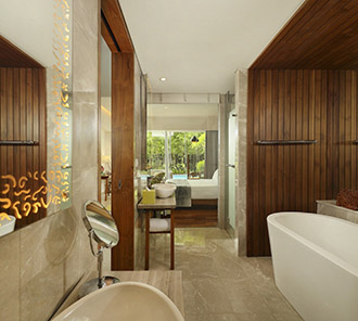 Wonderful Pool Access - Bathroom
