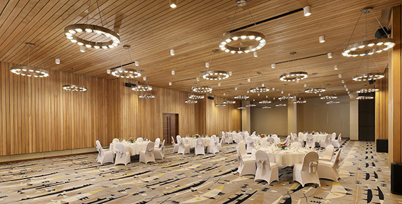Ballroom - Round Table Set Up