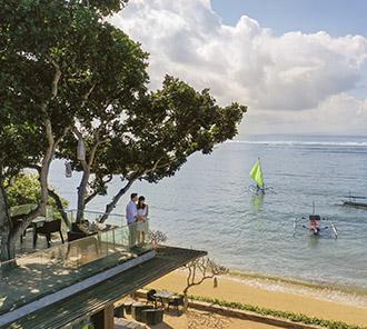 Tree Bar - Calm Beach View