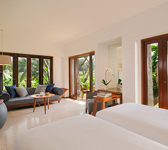 Impressive Forest Corner Suite - Garden Level