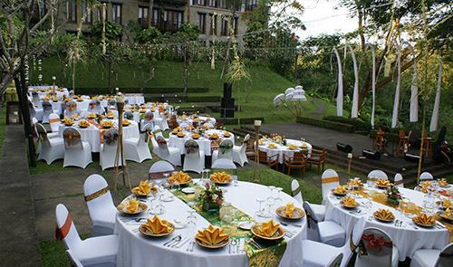 Fullmoon Amphitheatre - Round Table Gala Dinner