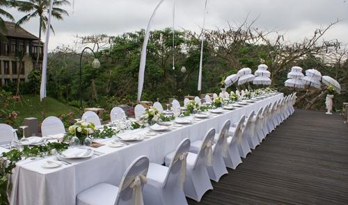 Starlight Deck - Long Table Dinner Set up